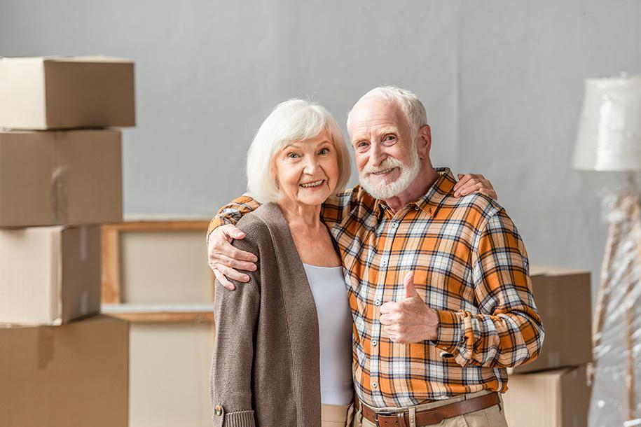Ultra Umzüge – Zufriedenes, altes Ehepaar